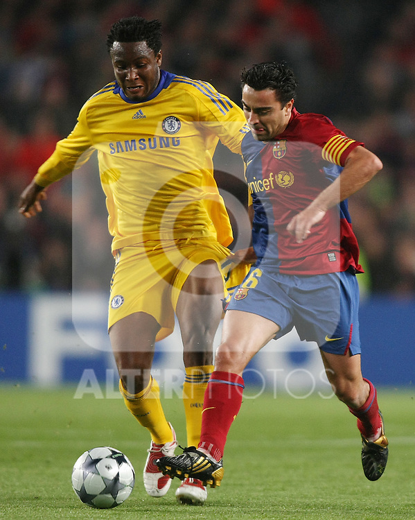 FC Barcelona's Xavi Hernandez (r) and Chelsea's John Mikel Obi during the UEFA Champions League match.April 28 2009. (ALTERPHOTOS/Acero).