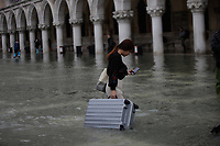 191114 -- VENICE, Nov. 14, 2019 Xinhua -- A woman walks across the flooded San Marco Square in Venice, Italy, Nov. 13, 2019. Residents of the flooded city of Venice are calling for an ambitious flood protection plan, first drawn up decades ago, to be completed, despite worries from environmental groups that the plan could cause ecological damage to the surrounding area. Floodwaters in the northern Italian city this week have reached as high as 187 centimeters, the highest level since the historic flood of 1966. Photo by Alberto Lingria/Xinhua ITALY-VENICE-FLOOD PUBLICATIONxNOTxINxCHN<br /> Foto Alberto Lingria/Xinhua/Imago/Insidefoto