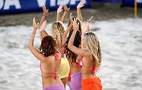 RAVENNA, ITALIA, 11 DE SETEMBRO DE 2011 - COPA DO MUNDO BEACH SOCCER - Dançarinas apresentam-se no Estádio Del Mare em Ravenna, Itália, durante o intervalo da partida entre Brasil x Russia, válida pela partida final da Copa do Mundo de Beach Soccer. (FOTO: WILLIAM VOLCOV - NEWS FREE).