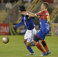 PASTO -COLOMBIA, 12-07-2015: Claudio Rivero (Der) jugador del Deportivo Pasto disputa el balón con Fabian Vargas (Izq) jugador de Millonarios durante partido por la primera fecha de la Liga Águila II 2015 jugado en el estadio La Libertad de la ciudad de Pasto./ Claudio Rivero (R) player of Deportivo Pasto vies for the ball with Fabian Vargas (L) player of Millonarios during the match for the first date of the Aguila League II 2015 played at La Libertad stadium in Pasto city. Photo: VizzorImage / Gabriel Aponte / Staff