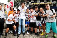 ATENÇÃO EDITOR: FOTO EMBARGADA PARA VEÍCULOS INTERNACIONAIS. -  SAO PAULO, SP, 11 SETEMBRO 2012 - o candidato a prefeito Gabriel Chalita (PMDB) durante feira livre na Vila Guilherme, na Zona Norte de São Paulo<br /> FOTO: POLINE LYS - BRAZIL PHOTO PRESS