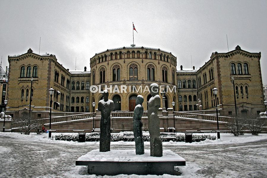 Edifício do parlamento em Oslo. Noruega. 2008. Foto de Marcio Nel Cimatti.