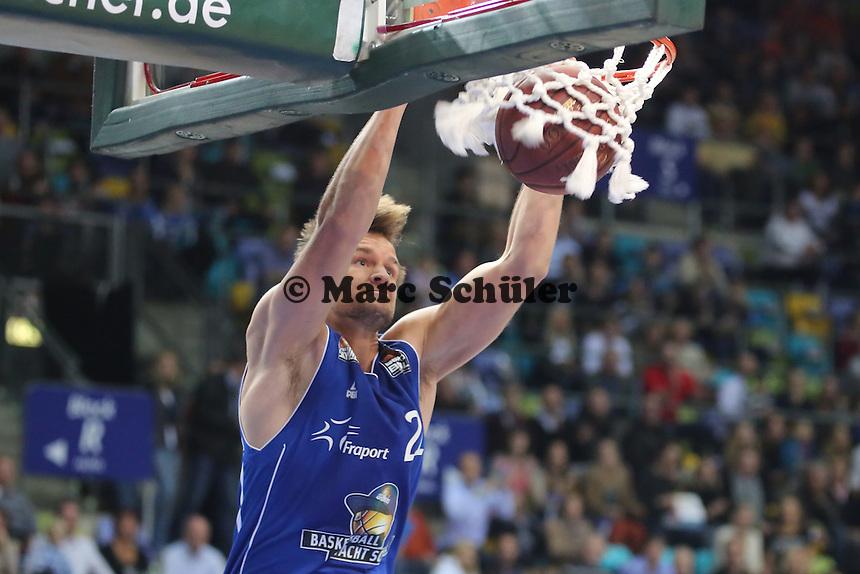 Dunking Danilo Barthel (Skyliners)- Fraport Skyliners vs. s.Oliver Baskets Würzburg, Fraport Arena Frankfurt
