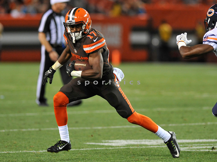 CLEVELAND, OH - SEPTEMBER 1, 2016: Wide receiver Darius Jennings #17 of the Cleveland Browns carries the ball in the third quarter of a game on September 1, 2016 against the Chicago Bears at FirstEnergy Stadium in Cleveland, Ohio. Chicago won 21-7. (Photo by: 2016 Nick Cammett/Diamond Images)  *** Local Caption *** Darius Jennings