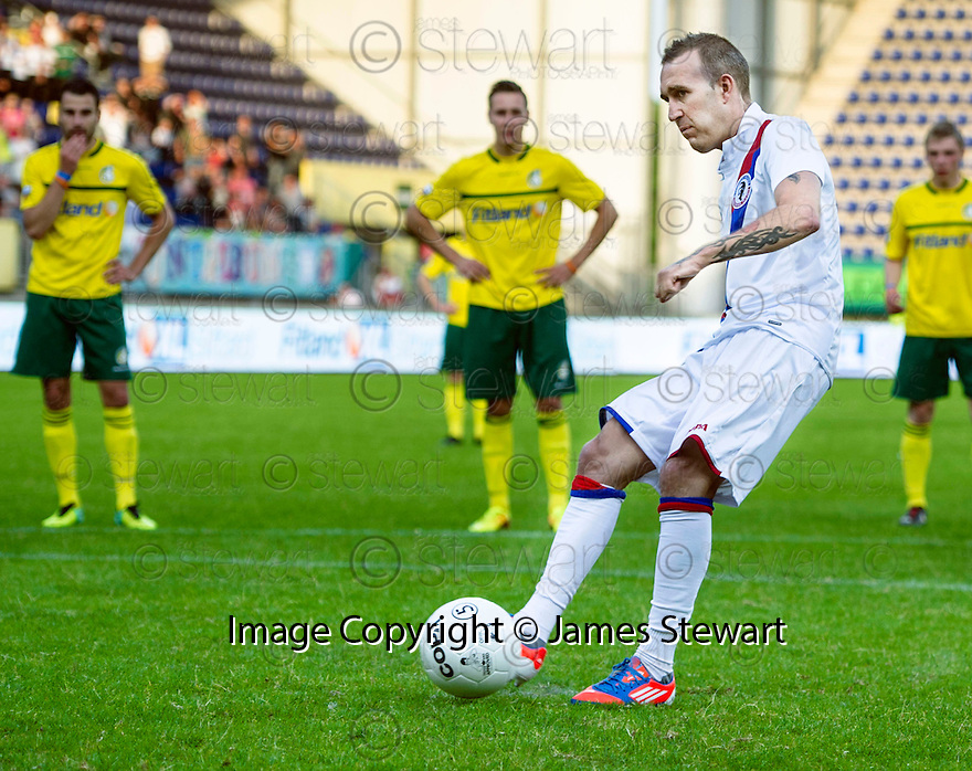 Fernando Ricksen Testimonial :  Fernando Ricksen scores from the penalty spot after coming on as substitute.