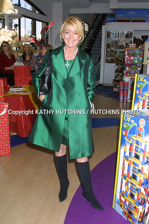 """©2003 KATHY HUTCHINS / HUTCHINS PHOTO.YOUNG AND THE RESTLESS TOY DRIVE FOR """"TOYS FOR TOTS"""".AT FAO SCHWARTZ STORE, """"THE GROVE"""" SHOPPING CENTER.LOS ANGELES, CA.DECEMBER 12, 2003..MELODY THOMAS SCOTT"""