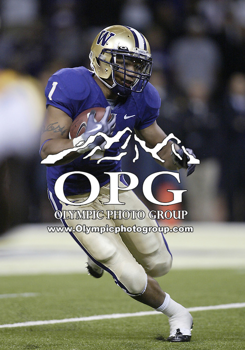 Sep 05, 2009:  Washington Huskies running back #1 Chris Polk takes a hand off from Jake Locker and breaks up field against LSU.  LSU defeated the University of Washington 31-23 at Husky Stadium in Seattle, Washington..