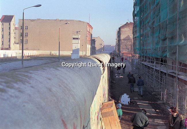Images from the fall of the Berlin Wall, a barrier that divided Berlin from 1961 to 1989.   <br /> These picture were made from several trips to Berlin from December 1989 to March 1990.<br /> Photo by Deirdre Hamill/Quest Imagery