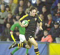 London. Great Britain. Fraser WATERS, running in for a breakaway try during the Heineken Cup London Wasps v Ulster Match, played at Loftus Road, West London. 06/01/2002.  [Mandatory Credit;  Peter Spurrier/Intersport Images]..