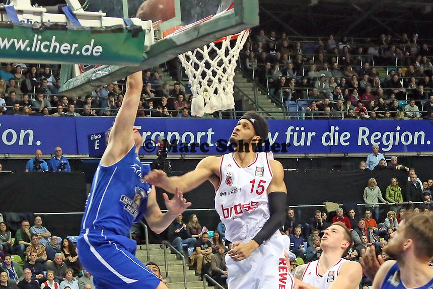 Johannes Voigtmann (Skyliners) gegen Josh Duncan (Bamberg) - Fraport Skyliners vs. Brose Baskets Bamberg, Fraport Arena Frankfurt