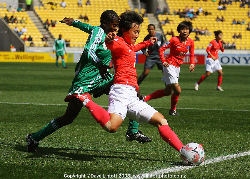 Korea's Hee Young Park crosses during the FIFA Women's Under-17 World Cup pool match between Korea and Nigeria at Westpac Stadium, Wellington, New Zealand on Thursday, 30 October 2008. Photo: Dave Lintott / lintottphoto.co.nz