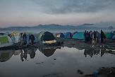 Tausende Flüchtlinge leben in Zelten in Idomeni an der griechisch-mazedonischen Grenze und warten auf ihre Weiterreise. / Thousands of refugees waiting at Greek-Macedonian border.