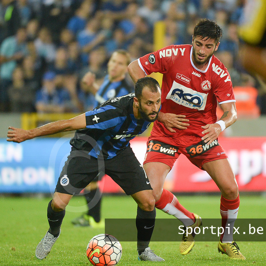 Club Brugge - KV Kortrijk : Victor Vazquez duwt Samuel Gigot van zich af (r) <br /> Foto VDB / Bart Vandenbroucke