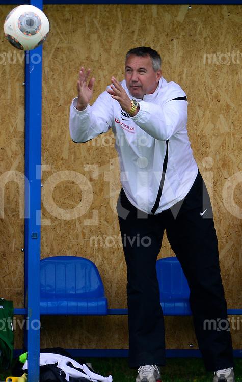 Fussball, 2. Bundesliga, Saison 2013/14, SG Dynamo Dresden, Testspiel, FC Slovan Liberec - SG Dynamo Dresden, Samstag (29.06.13), Dubi, Tschechische Republik. Dresdens Trainer Peter Pacult.