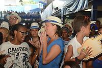 RIO DE JANEIRO,RJ - 10.02.2016 - CARNAVAL-RJ - Populares durante apuração dos resultados do Carnaval 2016  na quadra da Portela, no Rio de Janeiro (RJ), nesta quarta-feira (10). (Foto: Jorge Hely/Brazil Photo Press)