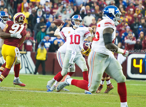 New York Giants quarterback Eli Manning (10) passes to wide receiver Rueben Randle for a touchdown in the fourth quarter against the Washington Redskins at FedEx Field in Landover, Maryland on Sunday, November 29, 2015.  The Redskins won the game 20-14.<br /> Credit: Ron Sachs / CNP<br /> (RESTRICTION: NO New York or New Jersey Newspapers or newspapers within a 75 mile radius of New York City)