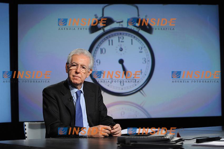 """Roma 23/12/2012 RAI.Mario Monti ospite della trasmissione TV In mezz'ora..Italia premier Mario Monti at Tv talk show """"in Mezz'ora"""".Foto GB Insidefoto"""