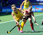 The Hague, Netherlands, June 12: Kirstin Dwyer #6 of Australia passes the ball during the field hockey semi-final match (Women) between USA and Australia on June 12, 2014 during the World Cup 2014 at Kyocera Stadium in The Hague, Netherlands. Final score after full time 2-2 (0-1). Score after shoot-out 1-3. (Photo by Dirk Markgraf / www.265-images.com) *** Local caption *** Kirstin Dwyer #6 of Australia, Katie O'Donnell #16 of USA