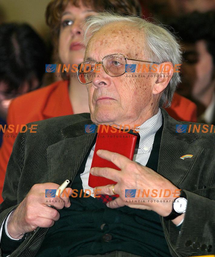 Roma 30/3/2003<br /> Hotel Ergife<br /> Assemblea Nazionale &quot;Aprile per la sinistra&quot;<br /> Giovanni Berlinguer<br /> Foto Andrea Staccioli &copy; Insidefoto
