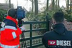 Am Freitag morgen gegen 02 Uhr erhielt die Polizei einen Notruf vom Reiterhof Schockemoehle in Muehlen bei Lohne (Landkreis Vechta). <br /> Vier bewaffnete Maenner waren dort gealtsam in das Wohnhaus der prominenten Reiterfamilie Schockemoehle eingedrungen. Das Ehepaar Alwin und Rita Schockemoehle wurde im Schlaf ueberrascht, gefesselt, bedroht und zur Herausgabe von Schmuck und Bargeld gezwungen.<br /> Bei den Taetern handelt es sich vermutlich um Osteuropaer, da sie in einem gebrochenen Deutsch sprachen. Sie waren mit einer Art Strickmuetze maskiert.<br /> Das Ehepaar Schockemoehle blieb bis auf einen Schock angeblich unverletzt. <br /> Die Polizei rueckte mit einem Gro&szlig;aufgebot an, um das gro&szlig;flaechige Areal des Hofes und der angrenzenden Waelder nach den Fluechtigen zu durchsuchen. <br /> <br /> Foto &copy; nordphoto