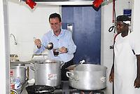 ATEN&Ccedil;&Atilde;O EDITOR: FOTO EMBARGADA PARA VE&Iacute;CULO INTERNACIONAL - RIO DE JANEIRO,RJ 25 DE SETEMBRO 2012 - Nesta ter&ccedil;a feira (25) O prefeito da cidade do Rio de Janeiro Eduardo Paes visita a escola municipal Andre Uran situado na favela da Rocinha.<br /> FOTO RONALDO BRANDAO/BRAZIL PHOTO PRESS