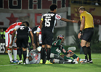 BOGOTA- COLOMBIA – 18-03-2015: Robinson Zapata (Izq.) portero del Independiente Santa Fe de Colombia, y Victor (Der.) portero de Atletico Mineiro de Brasil, chocan durante partido entre Independiente Santa Fe de Colombia y Atletico Mineiro de Brasil, por la segunda fase, grupo 1, de la Copa Bridgestone Libertadores en el estadio Nemesio Camacho El Campin, de la ciudad de Bogota. / Robinson Zapata (L) goalkeeper of  Independiente Santa Fe of Colombia, and Victor (R) goalkeeper of Atlético Mineiro of Brazil, collide during match between Independiente Santa Fe of Colombia and Atletico Mineiro of Brasil for the second phase, group 1, of the Copa Bridgestone Libertadores in the Nemesio Camacho El Campin in Bogota city. Photo: VizzorImage / Luis Ramirez / Staff.