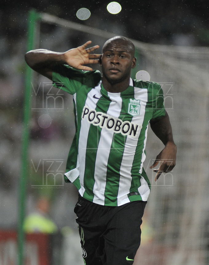 MEDELLÍN -COLOMBIA-03-05-2016. Victor Ibarbo jugador de Atlético Nacional de Colombia celebra durante partido entre Atletico Nacional y Huracan de octavos de final, llave A, de la Copa Bridgestone Libertadores 2016 jugado en el estadio Atanasio Girardot de la ciudad de Medellín.  / Victor Ibarbo player of Atletico Nacional of Colombia celebrates after scoring a goal to Huracan of Argentina during knockout round match, Key A, of the Copa Bridgestone Libertadores 2016 played at Atanasio Girardot stadium in Medellin city. Photo: VizzorImage / Luis Ramirez / Staff