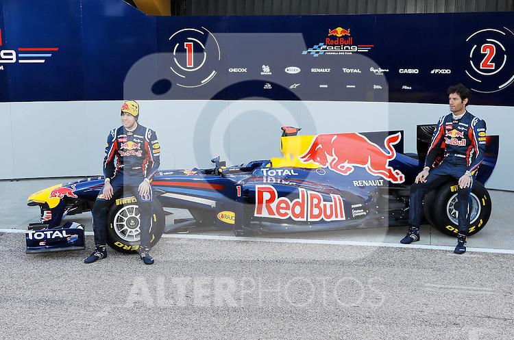 01.02.2011, Street Circuit. Jerez, ESP, Formel 1 Test 1 Valencia 2011,  im Bild  Red Bull RB7 Launch 2011 - Sebastian Vettel (GER), Red Bull Racing - Mark Webber (AUS), Red Bull Racing  Foto: nph / Dieter Mathis< gemischt >