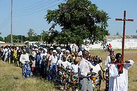 ZAMBIA Barotseland, Mongu, christians at procession of catholic church /  SAMBIA Barotseland Mongu, Christen auf einer Prozession zum Gottesdienst der katholischen Kirche