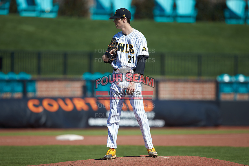 Kennesaw State Owls relief pitcher Brayden Eidson (21) looks to his catcher for the sign against the Western Carolina Catamounts at Springs Brooks Stadium on February 22, 2020 in Conway, South Carolina. The Owls defeated the Catamounts 12-0.  (Brian Westerholt/Four Seam Images)