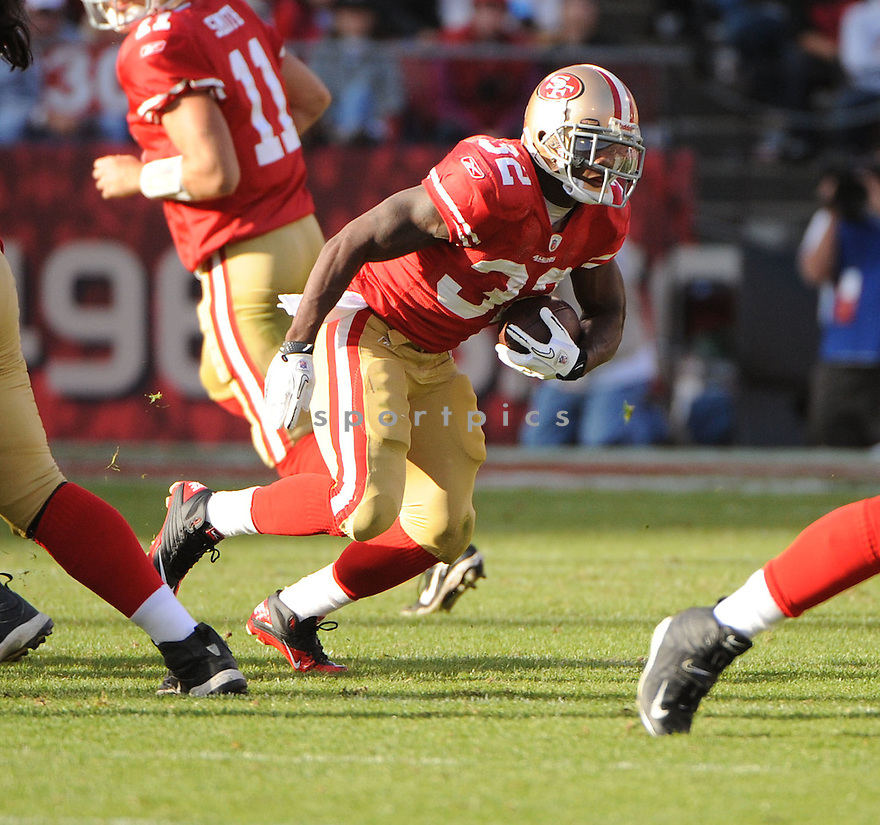 KENDALL HUNTER, of the San Francisco 49ers, in action during the 49ers game against the New York Giants on November 13, 2011 at Candlestick Park in San Francisco, CA. The 49ers beat the Giants 27-20.