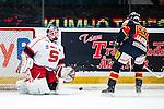 Stockholm 2014-02-24 Ishockey Hockeyallsvenskan Djurg&aring;rdens IF - S&ouml;dert&auml;lje SK :  <br /> S&ouml;dert&auml;ljes m&aring;lvakt Sebastian Idoff har r&auml;ddat en straff i matchen av Djurg&aring;rdens Jens Jakobs <br /> (Foto: Kenta J&ouml;nsson) Nyckelord: