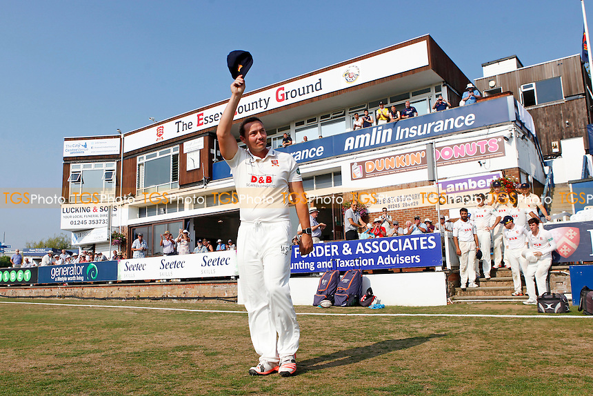 Graham Napier of Essex raises his cap to the crowd on his farewell appearance at Chelmsford during Essex CCC vs Glamorgan CCC, Specsavers County Championship Division 2 Cricket at the Essex County Ground on 15th September 2016