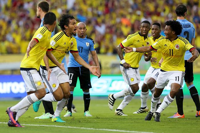 Abel Aguilar celebra con sus compa&ntilde;eros tras anotar el primer gol de Colombia contra Uruguay  en partido de eliminatorias para el Mundial de F&uacute;tbol 2018 en el Estadio Metropolitano Roberto Melendez de Barranquilla el 11 de octubre de 2016.<br /> <br /> Foto: Archivolatino<br /> <br /> COPYRIGHT: Archivolatino<br /> Prohibido su uso sin autorizaci&oacute;n.