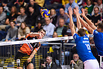 28.10.2018, TUI Arena, Hannover<br />Volleyball, Supercup, Berlin Recycling Volleys vs. VfB Friedrichshafen<br /><br />Angriff Adam White (#11 Berlin) - Block / Doppelblock Jakob GŸnthšr / Guenthoer (#12 Friedrichshafen), Bartlomiej Boladz (#1 Friedrichshafen)<br /><br />  Foto © nordphoto / Kurth
