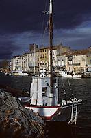 Europe/France/Languedoc-Roussillon/34/Hérault/Agde: Bateau de pêche et cathédrale