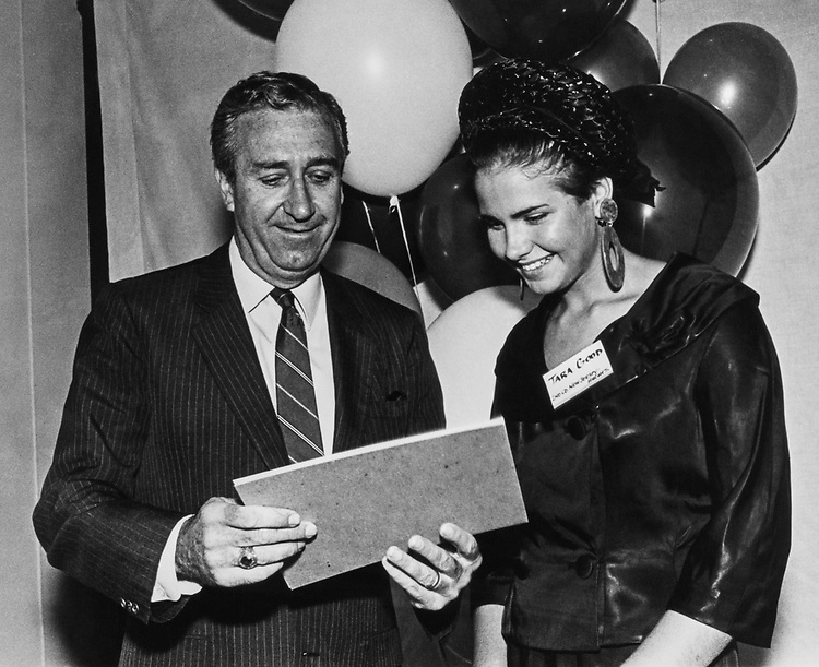 Rep. William J. Hughes, D-N.J. with Tara Good, contest winner at arts contest in Sea Isle City, New Jersey on July 10, 1988. (Photo by Andrea Mohin/CQ Roll Call)