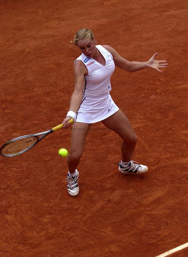 Photo. Richard Lane. .Roland Garros 2002, French Open Tennis. 27/5/2002..Barbara Schett of Austria