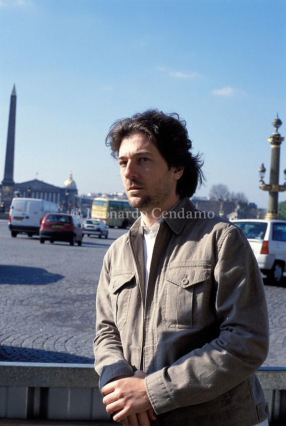 2002, PARIGI: DARIO BUZZOLAN, WRITER  © Leonardo Cendamo