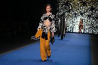 SAO PAULO, SP, 25.04.2019 - MODA-SP - Desfile da grifre Top 5 | Borana durante a edição 47 da São Paulo Fashion Week, no Espaço Arca zona oeste de São Paulo, nesta quinta-feira, 25. <br /> <br /> (Foto: Fabricio Bomjardim / Brazil Photo Press / Folhapress)