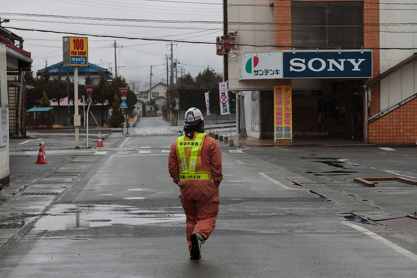 A decontamination worker at the end of his shift inside the Fukushima exclusion zone, Namie, Fukushima, Japan. Wednesday March 9th 2016. The Great East Japan Earthquake on March 11th 2011 was followed by a massive tsunami that levelled much of the Tohoku coast in north east Japan, killing around 18,000 people and causing meltdowns and explosions at the Fukushima Daiichi nuclear power station leading to the contamination and evacuation of a 20 kilometre exclusion zone around the plant.