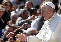 Papa Francesco saluta i fedeli al suo arrivo all'udienza generale del mercoledi' in Piazza San Pietro, Citta' del Vaticano, 22 aprile 2015.<br /> Pope Francis greets faithful as he arrives for his weekly general audience in St. Peter's Square at the Vatican, 22 April 2015.<br /> UPDATE IMAGES PRESS/Riccardo De Luca<br /> <br /> STRICTLY ONLY FOR EDITORIAL USE
