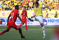 BARRANQUILLA  - COLOMBIA - 8-10-2015: Carlos Bacca jugador de la seleccion Colombia  disputa el balon con  la seleccion Peru durante primer partido  por por las eliminatorias al mundial de Rusia 2018 jugado en el estadio Metropolitano Roberto Melendez  / :Carlos Bacca  player of Colombia  fights for the ball with of selection of Peru during first qualifying match for the 2018 World Cup Russia played at the Estadio Metropolitano Roberto Melendez. Photo: VizzorImage / Felipe Caicedo / Staff.