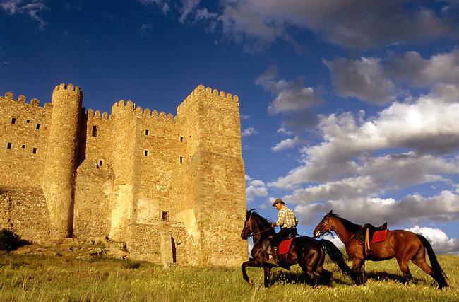 Parador de Siguenza, chateau medieval du XIIe siecle. *** Medieval castle (XIIc.) of Siguenza now a parador, Castilla.