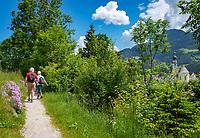 Austria, Tyrol, Reith im Alpbachtal: hiking trail around swimming lake Reither See   Oesterreich, Tirol, Reith im Alpbachtal: Rundwanderweg um den Reither See, rechts die Pfarrkirche Hl. Petrus