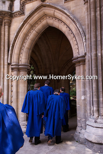 The annual civic service, St Mary Abbots, Kensington Parish church. The Royal Borough of Kensington and Chelsea London W8. England. 2006. Newly elected councillors in blue robes process to the church.