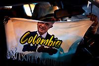BOGOTA-COLOMBIA, 04-08-2020: Partidarios del senador y ex presidente Alvaro Uribe Velez, protestan por la decisión de la Corte Suprema de colocar a Uribe Velez bajo arresto domiciliario mientras avanza una investigación de manipulación de testigos contra el ex presidente. / Supporters of senator and former president Alvaro Uribe Velez, a Protestant over the Supreme Court decision to place Uribe Velez under house arrest while an investigation of witness controls against the former president is progressing. Photo: VizzorImage / Diego Cuevas / Cont.