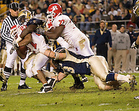 21 October 2006: Rutgers running back Ray Rice (27) fights off Pitt tacklers with the help of offensive lineman Pedro Sosa (77)..The Rutgers Scarlet Knights defeated the Pitt Panthers 20-10 on October 21, 2006 at Heinz Field, Pittsburgh, Pennsylvania.