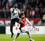 Nederland, Amsterdam, 3 november 2012.Eredivisie.Seizoen 2012-2013.Ajax-Vitesse (0-2).Wilfried Bony (l.) van Vitesse neemt de bal met de borst aan. Rechts Stefano Denswil van Ajax.
