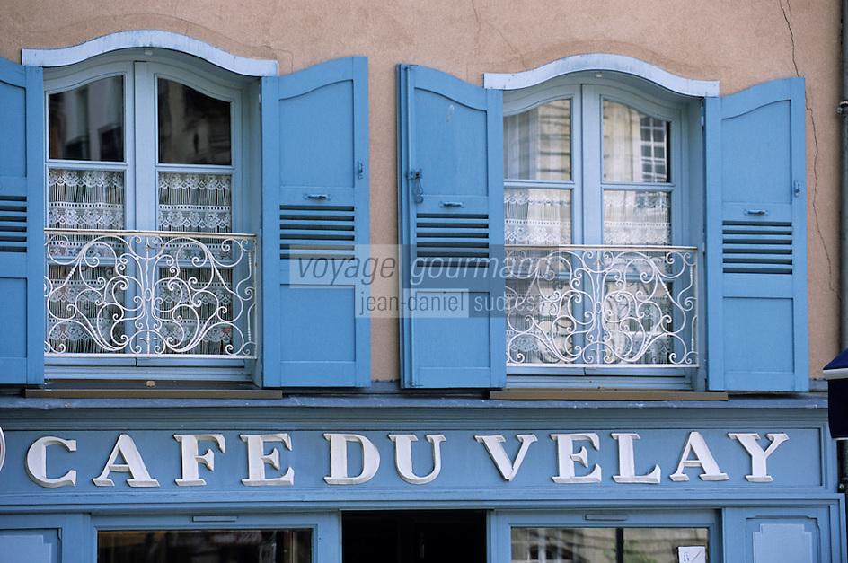 """Europe/France/Auvergne/43/Haute-Loire/Le Puy-en-Velay: Détail de la façade du """"Café du Velay"""" 6 rue Meymard"""